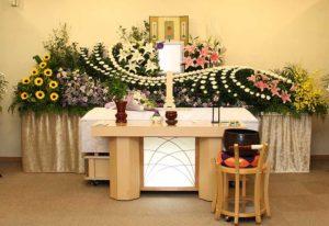 花祭壇で華やかに